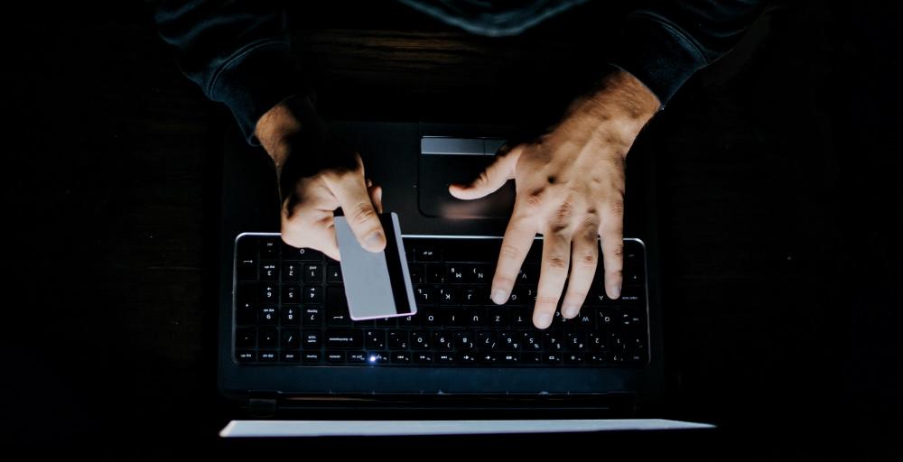 roommate-stole-15000-from-ex-roommate-money-cash-computer-dark-debit-card