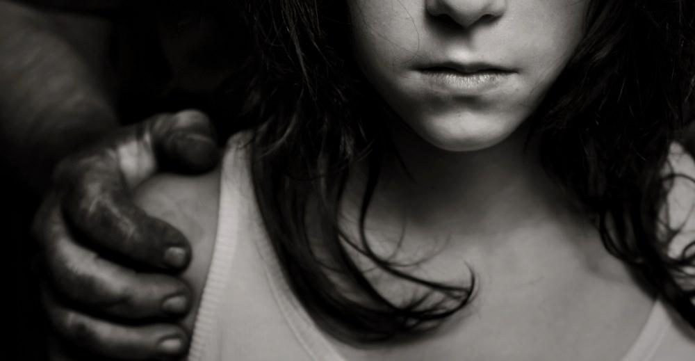 babysitting-trafficking-abuse-girl-black-and-white-porn-kills-love