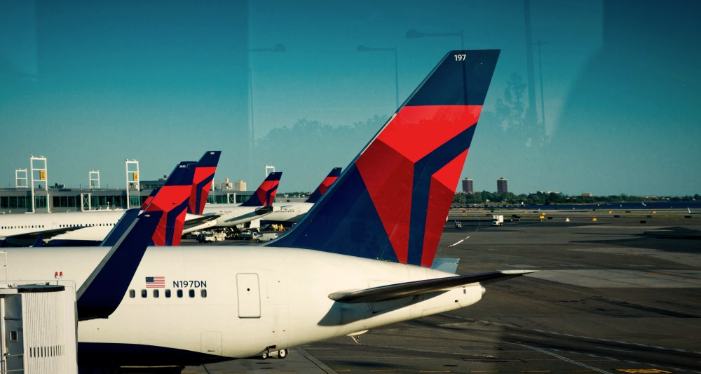 delta-airlines-plane-airplanes-fighting-sex-trafficking-porn-kills-love